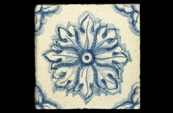 deferranti-italianate-serafina-blue-and-white-handpainted-terracotta-tile