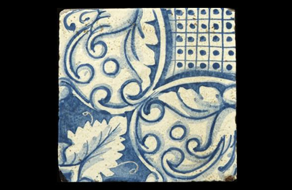 deferranti-italianate-vicenzo-blue-and-white-handpainted-terracotta-tile